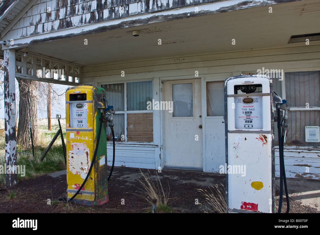 Old Gas Station In Kent Oregon Stock Photo Alamy