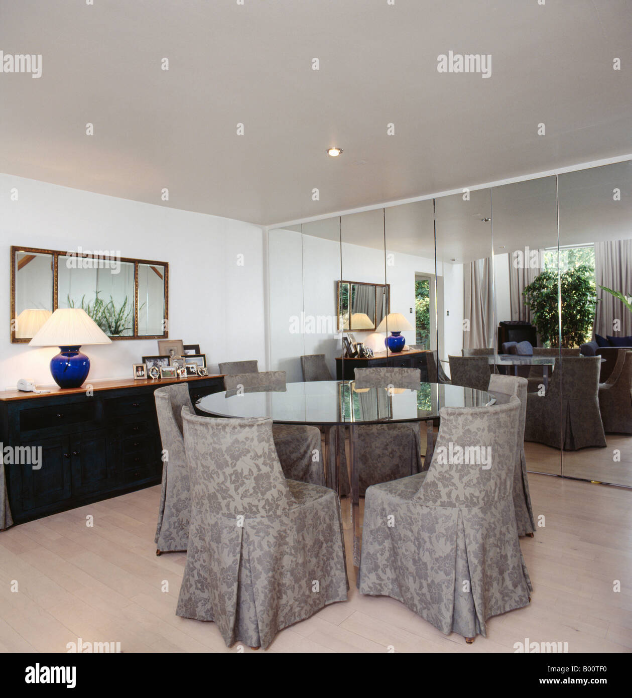 Dining Room Table With Grey Walls