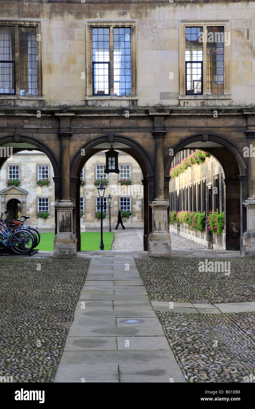 'Peterhouse college' Cambridge University, pathway and cloister arches. - Stock Image