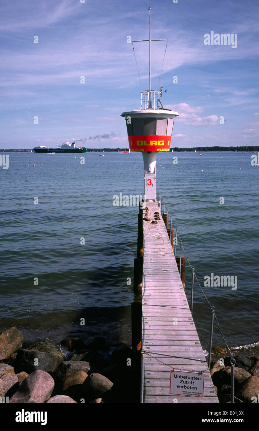 Sept 14, 2003 - DLRG observation tower overlooking a beach at Travemünde in Germany. - Stock Image