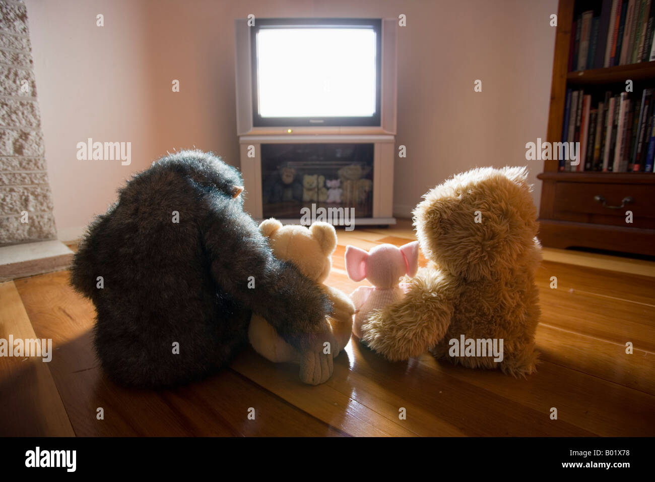 Soft toy animals watch television - Stock Image