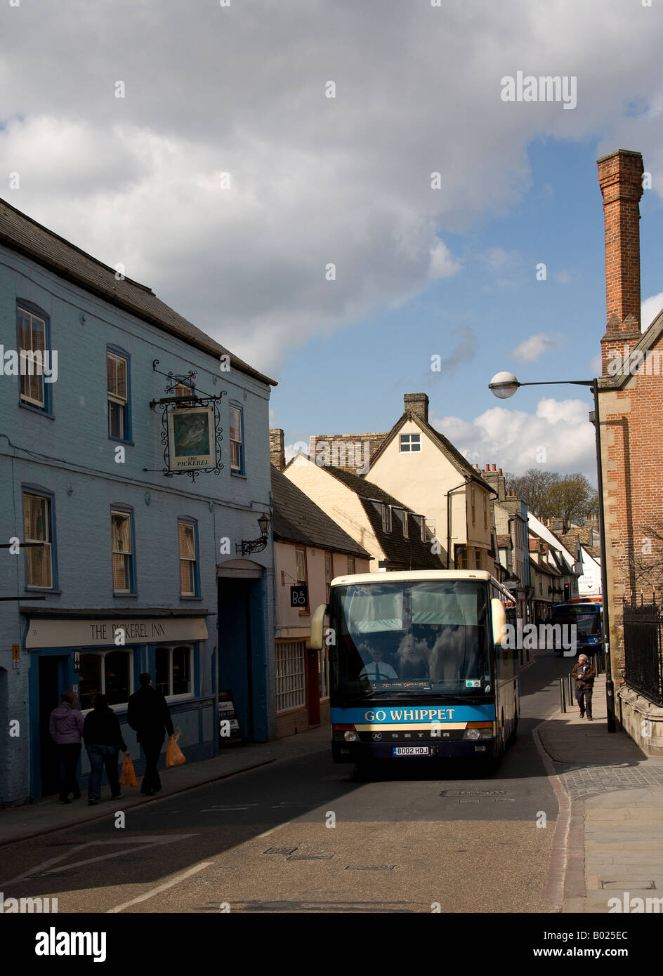 Bus passing the Pickeril Inn on Magdalene Street, Cambs. - Stock Image