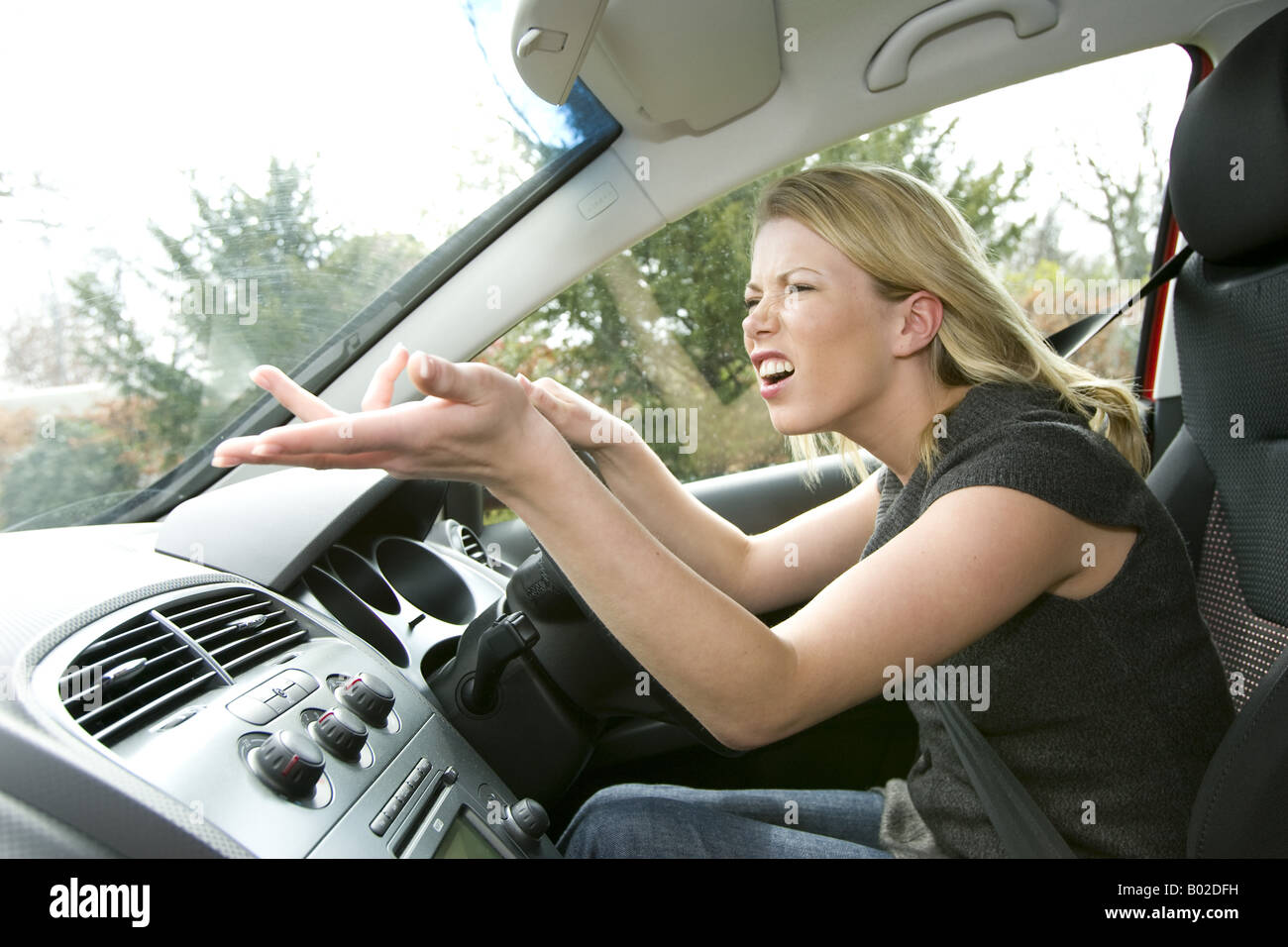 Woman complaining at other drivers - Stock Image