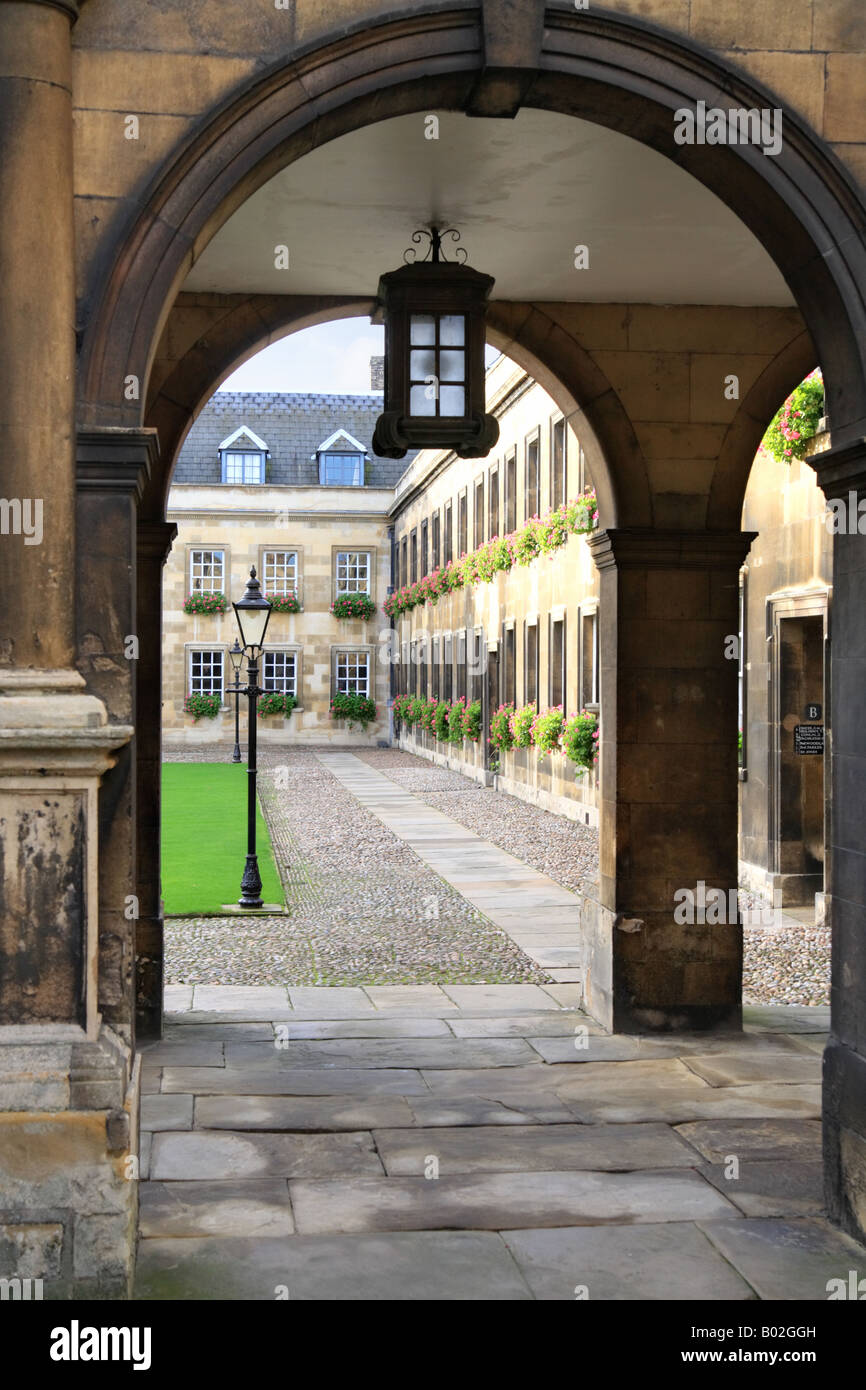 'Peterhouse college' cambridge university archway leading to main courtyard beyond. - Stock Image