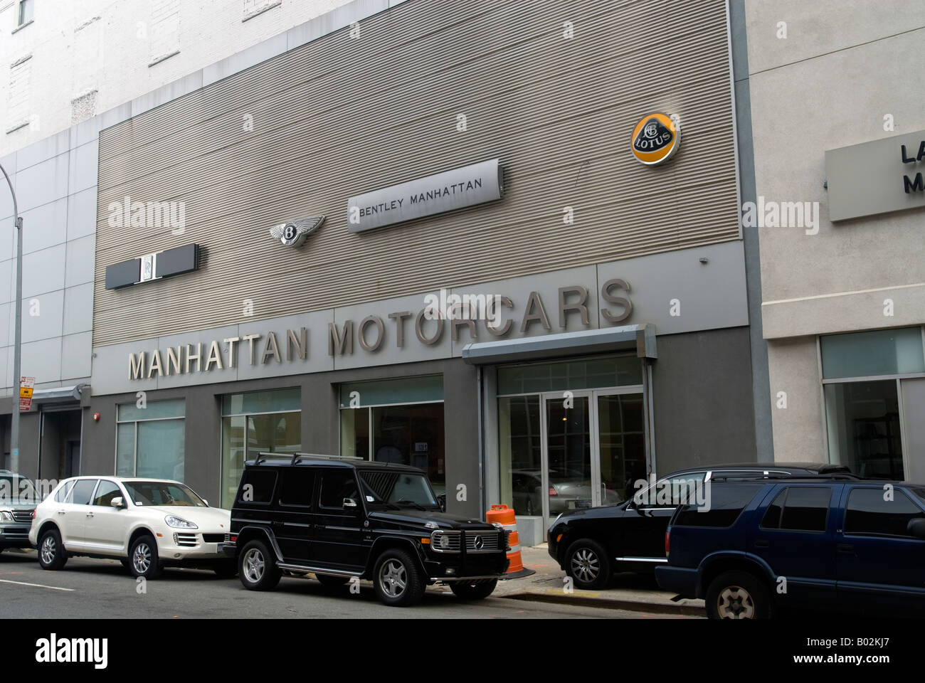 Manhattan Motor Cars >> Manhattan Motorcars Dealership In New York Carries A Variety