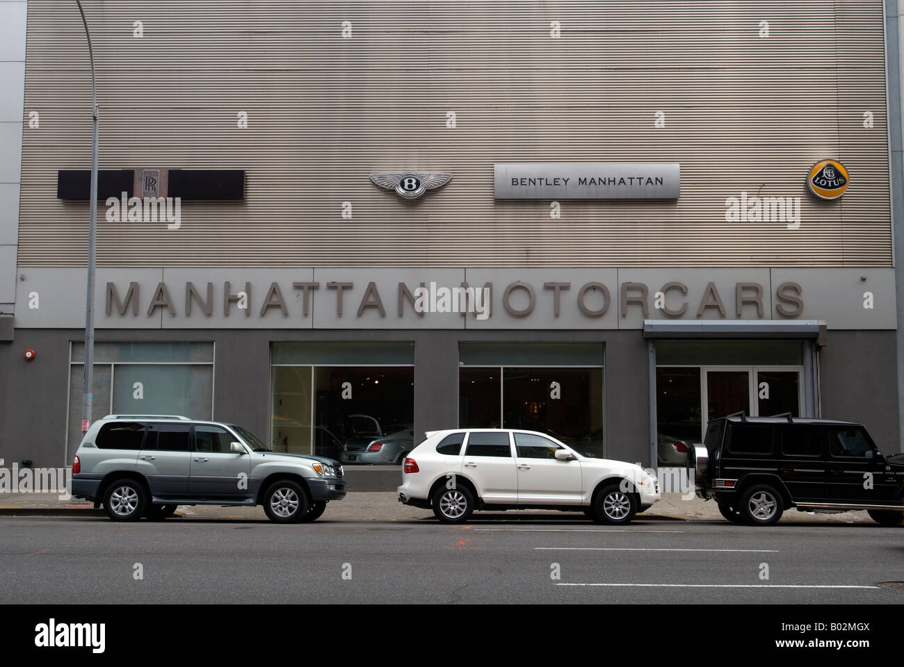 Manhattan Car Dealerships >> Manhattan Motorcars Dealership In New York Carries A Variety Of