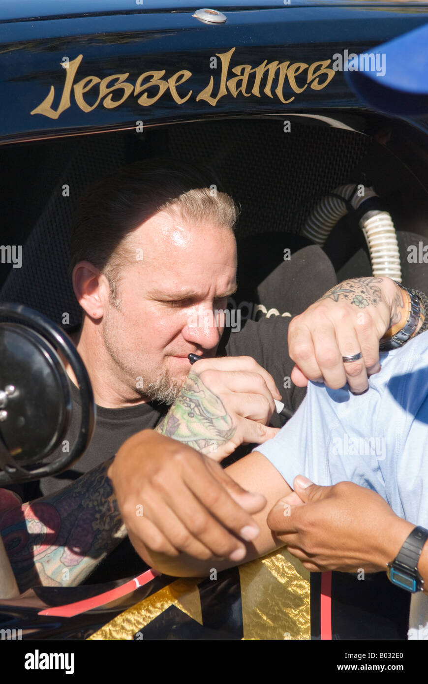 Jesse James signs autograph for race fan before start of 2007 Baja 1000, Ensenada, Mexico - Stock Image