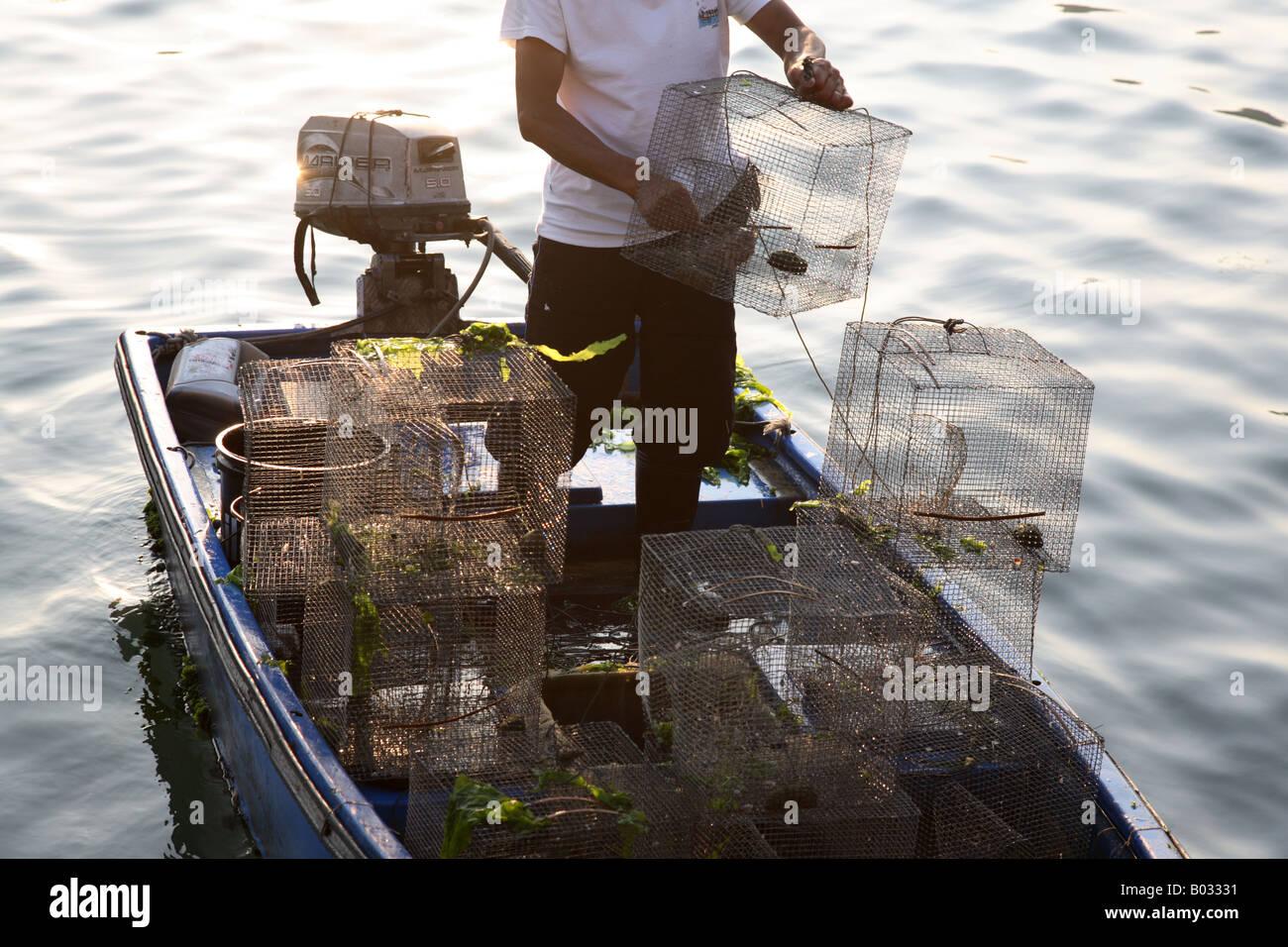 Chinese fisherman setting fish traps Sok Kwu Wan Lamma Island Hong Kong - Stock Image