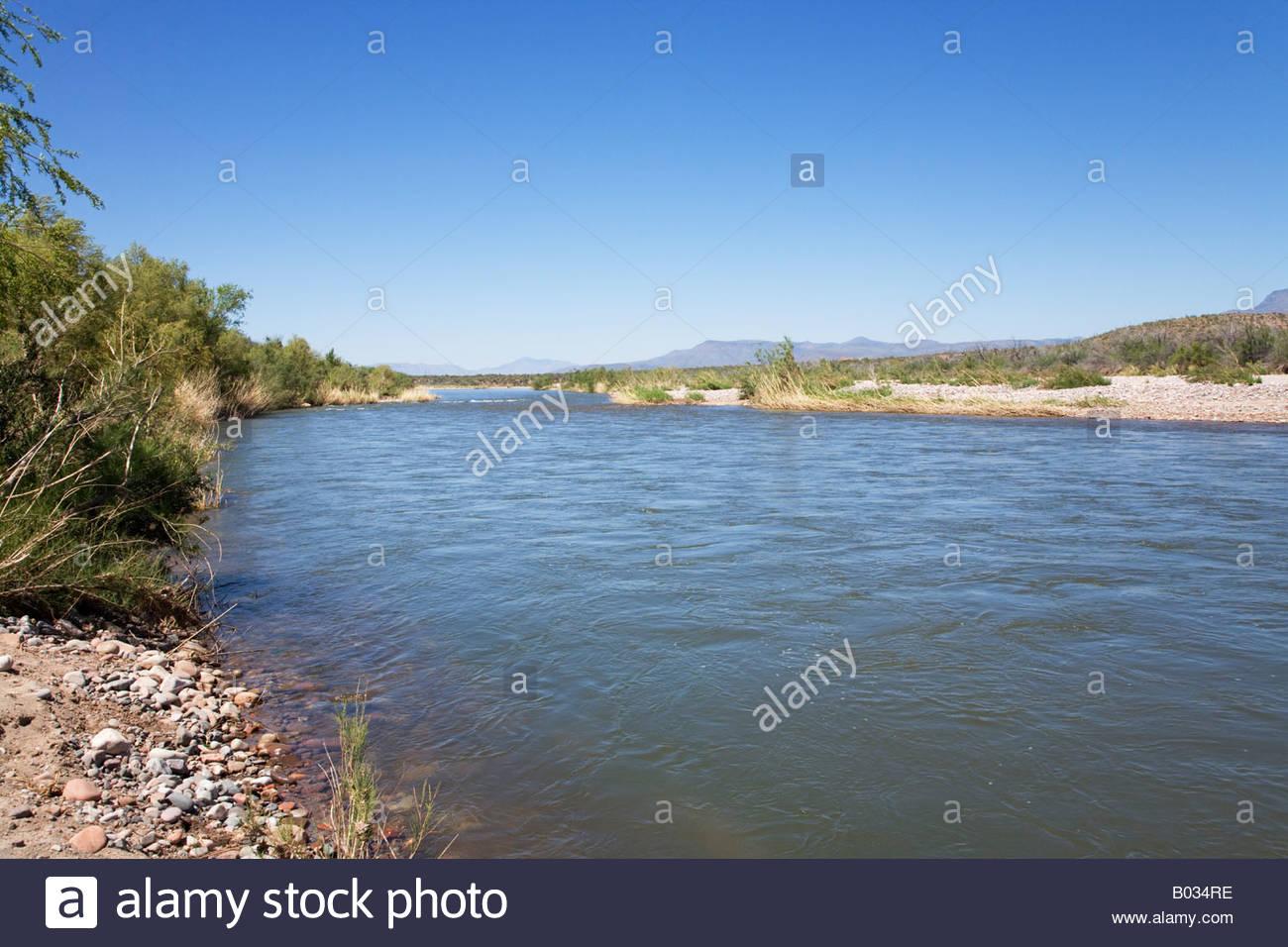 Salt River downstream SR 288 spring runoff travel scene - Stock Image