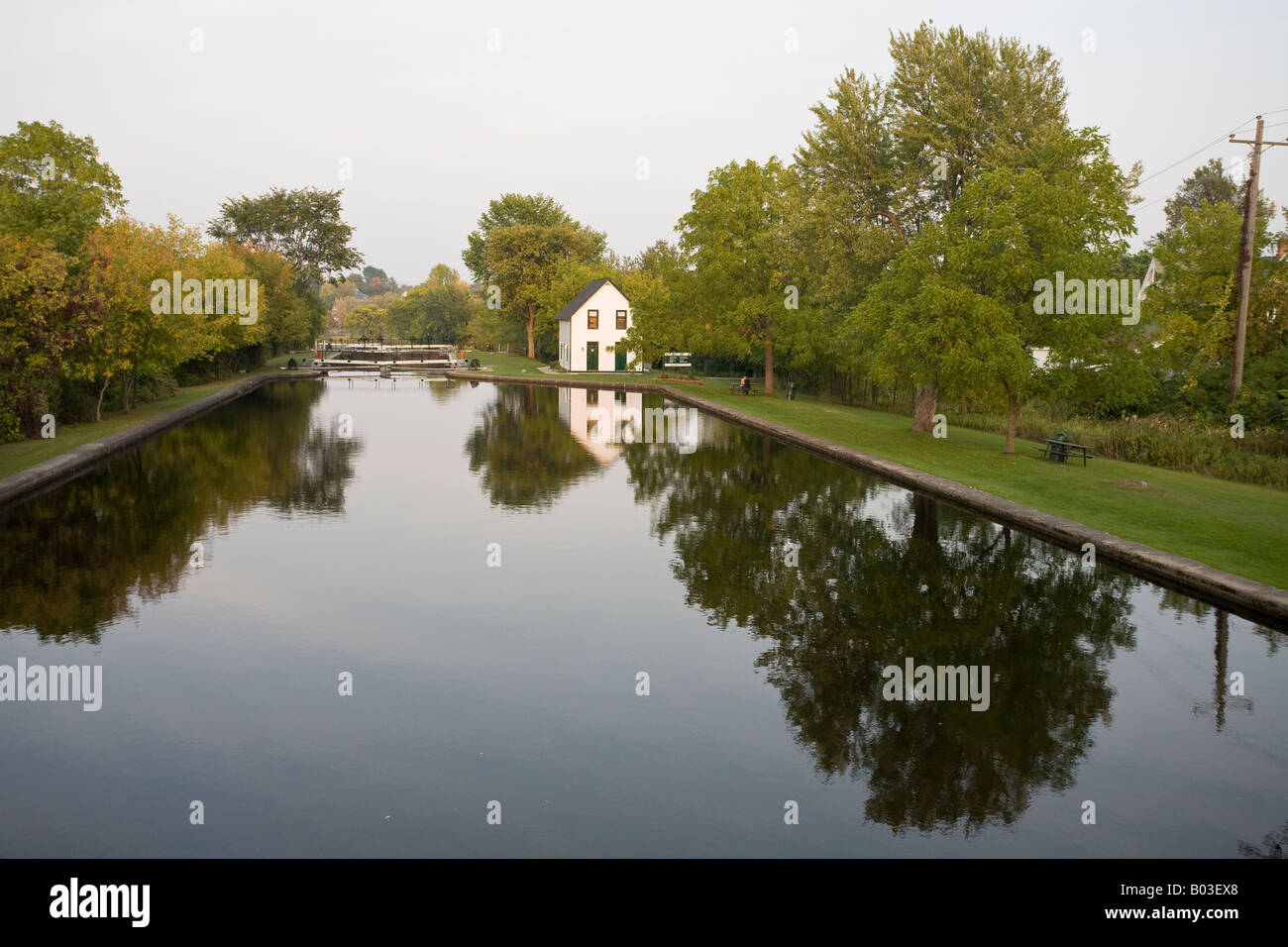 Lock Master's House Horizontal The lock master's house reflected in the still waters of the lock at Merrickville - Stock Image
