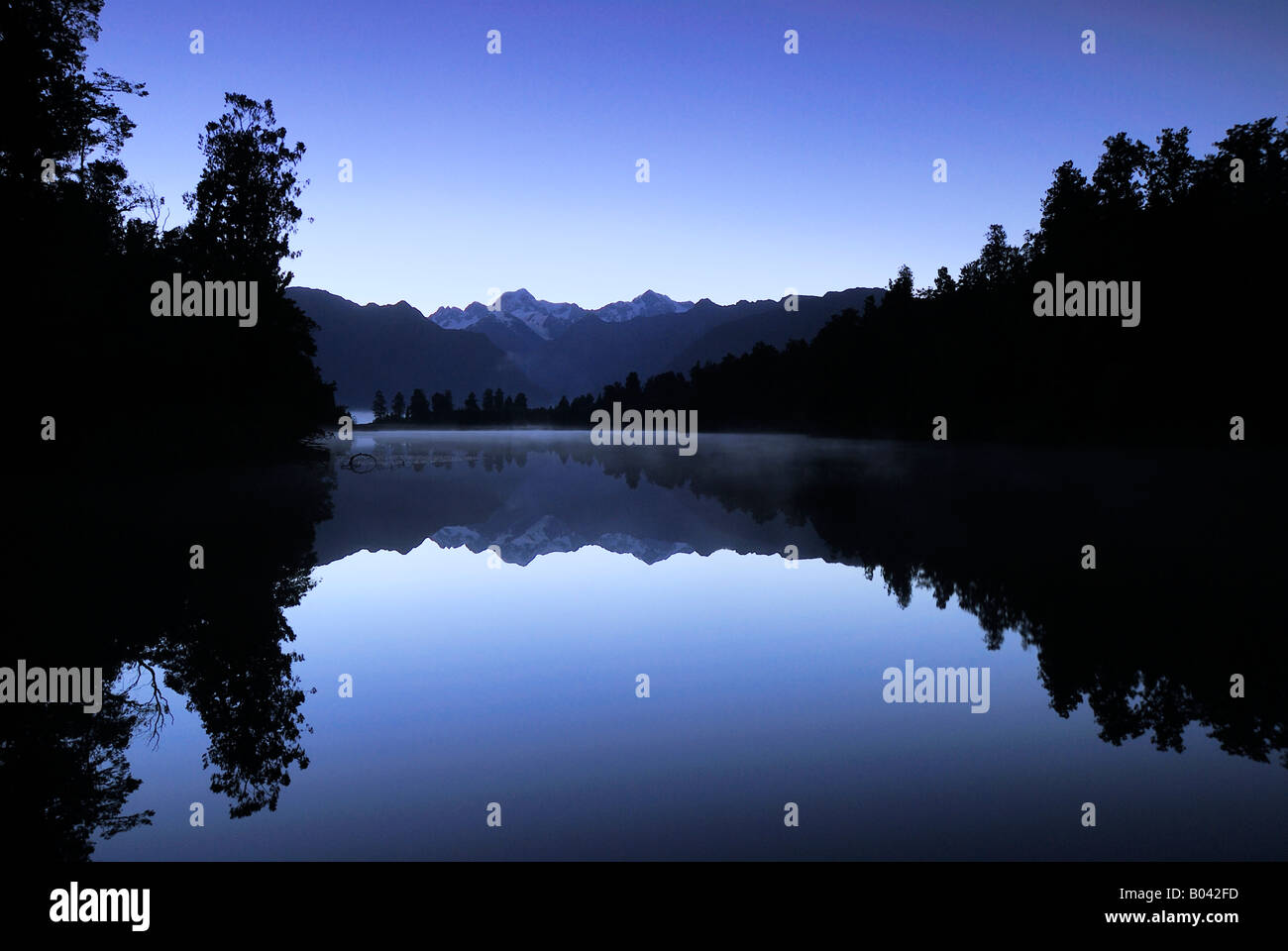 Lake Matheson in the Blue Hour, Mount Cook NP, Westland Nationalpark World Heritage South West New Zealand - Stock Image