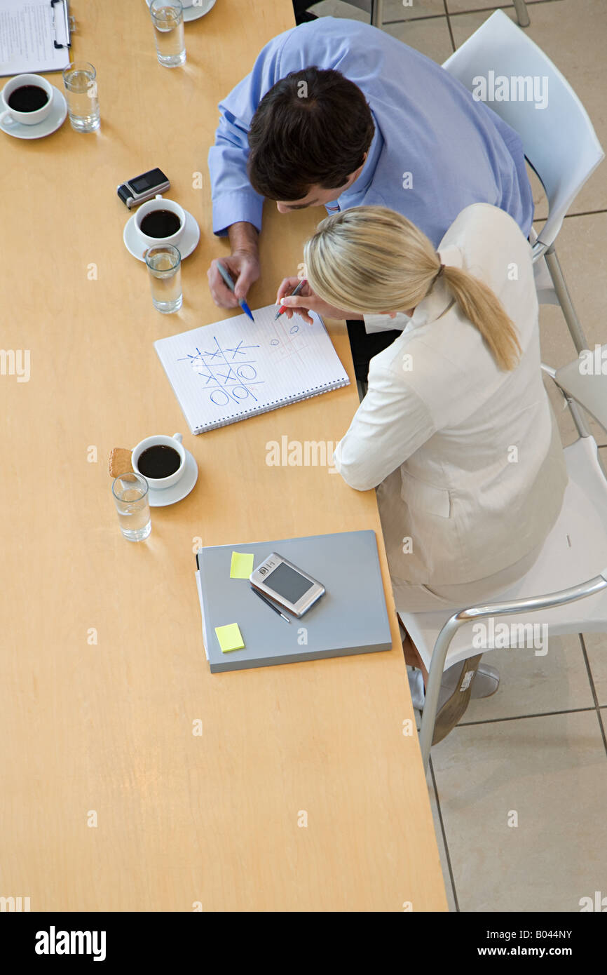 Colleagues playing noughts and crosses - Stock Image
