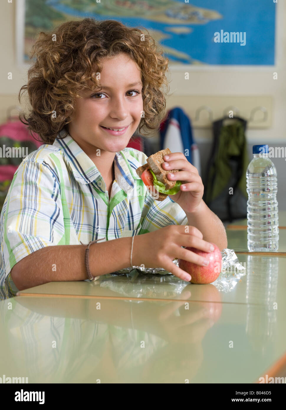Boy with packed lunch - Stock Image