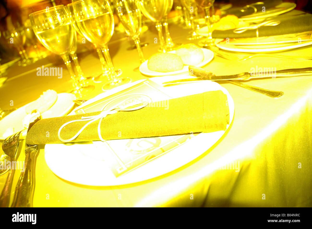 Besteck Cutlery Teller Plate Tisch Table Desk Board Trinkglas Stock Photo Alamy