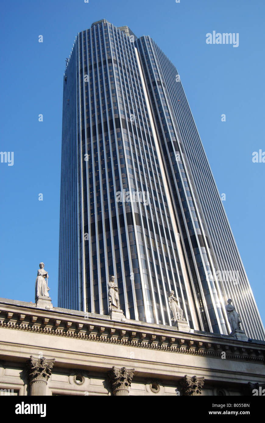 Natwest tower bank finance money power credit debt 'credit crunch' recession cash - Stock Image