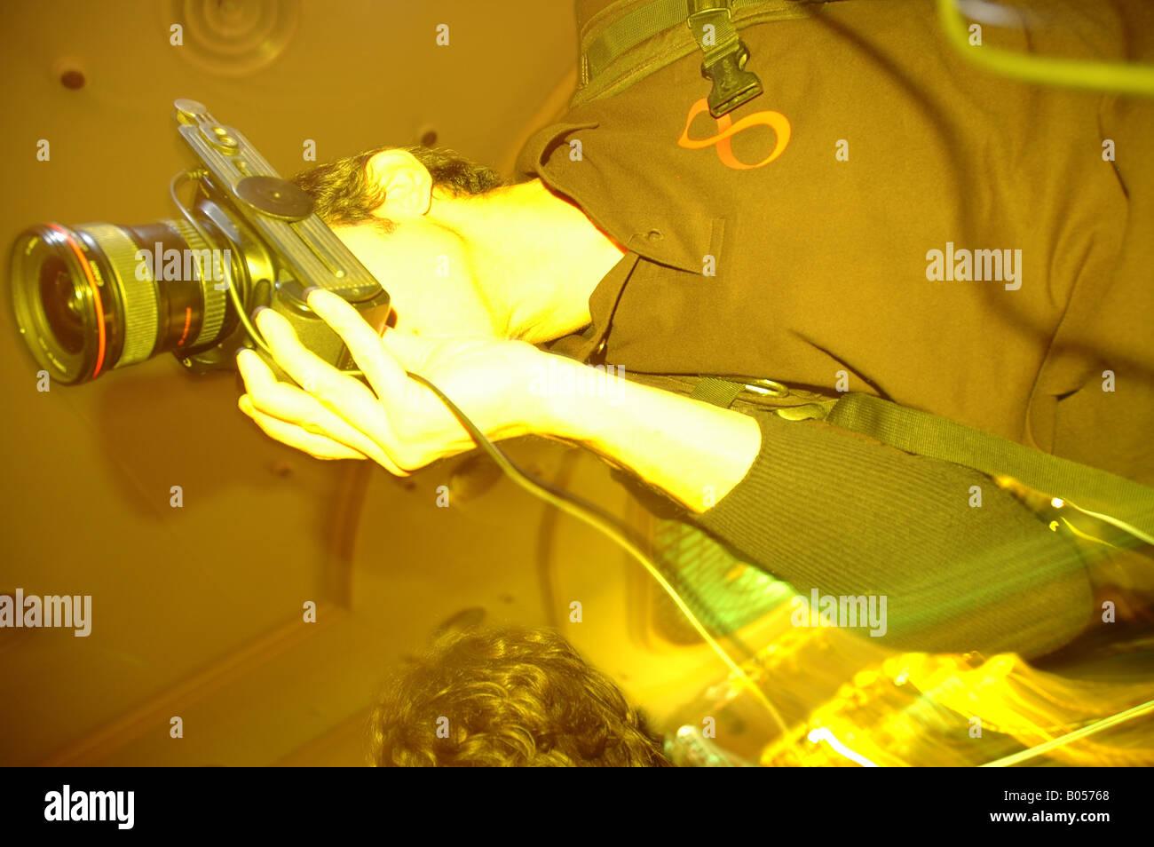 Farbblitz colorflash Fotografieren photoshooting Bewegungsunschärfe blurred motion Mann man - Stock Image
