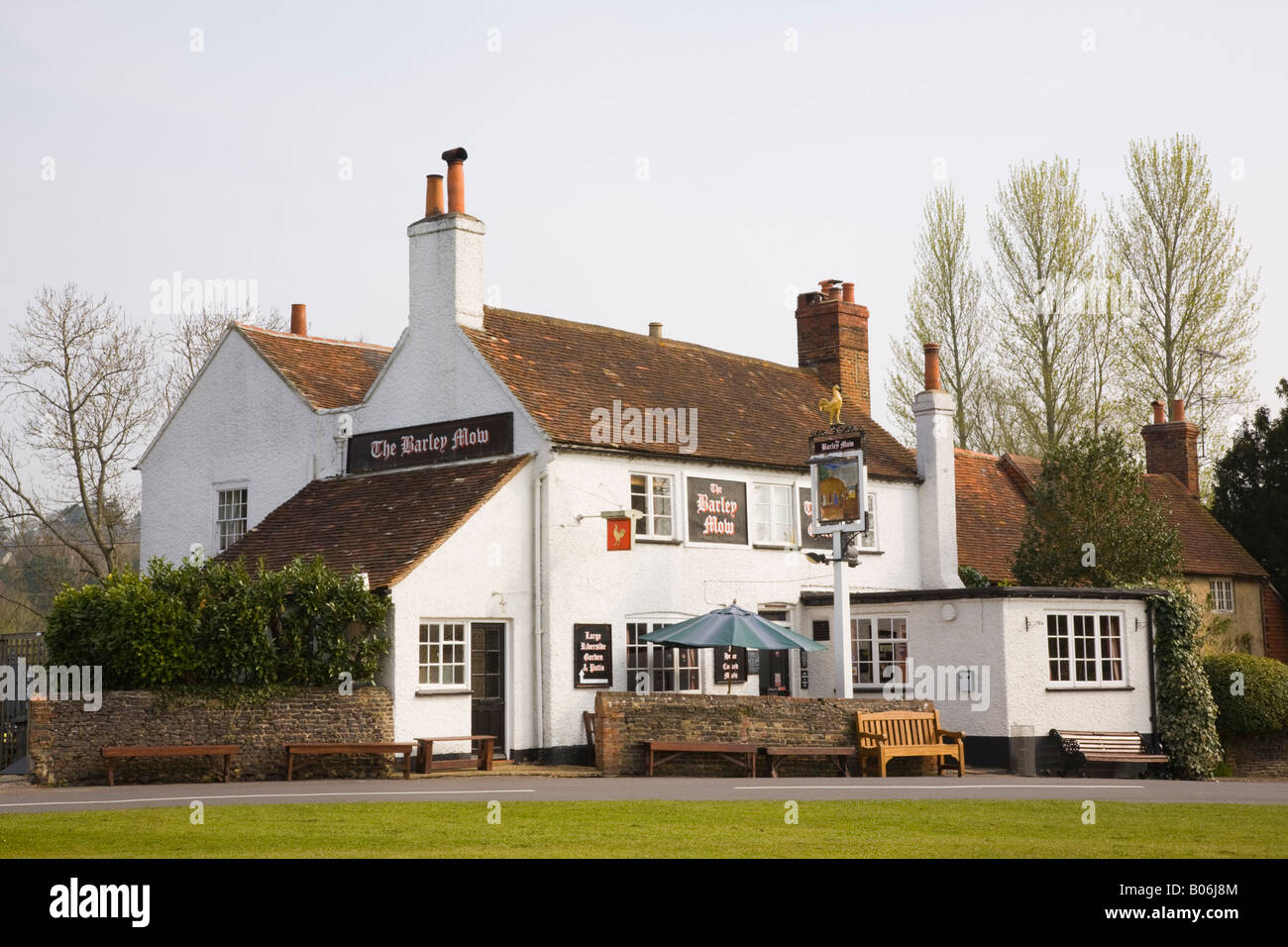 The Barley Mow traditional rural village pub in Tilford Surrey England UK Britain - Stock Image
