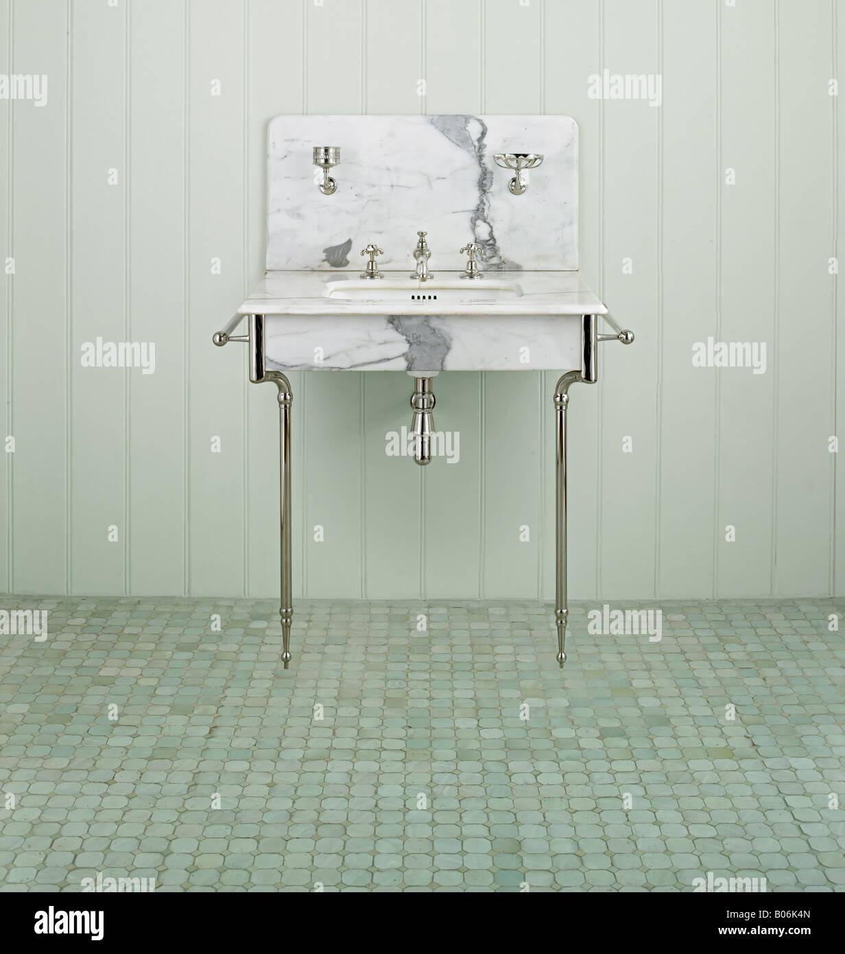 Merveilleux Antique Restored French Basin Sink Bathroom Marble