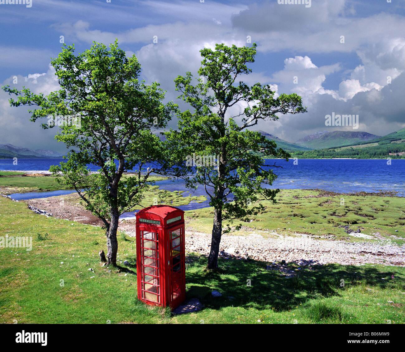 GB - SCOTLAND: Lone Telephone Box along Loch Eil - Stock Image