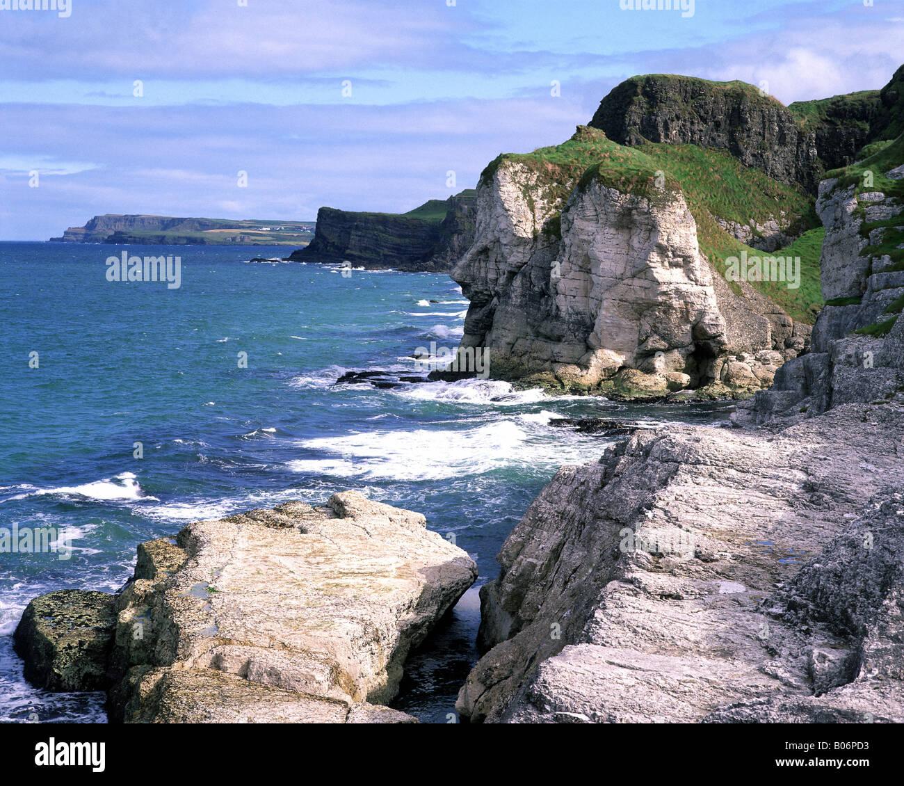 GB - NORTHERN IRELAND: Giants Head along Antrim Coast - Stock Image