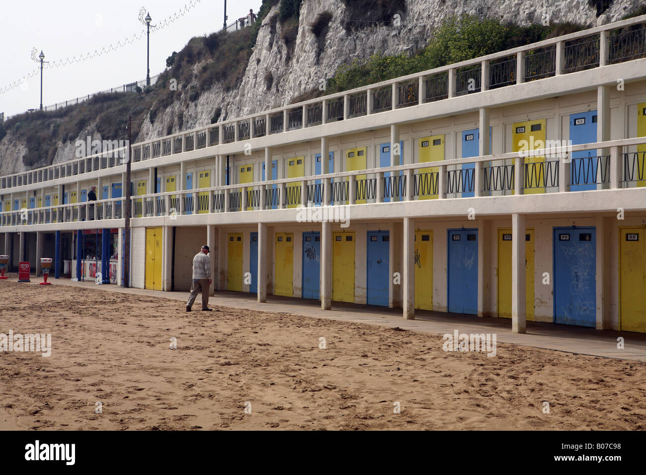 Pic By Paul Grover Pic Shows Beach huts in Viking Bay in Broadstairs on the Kent Coast - Stock Image