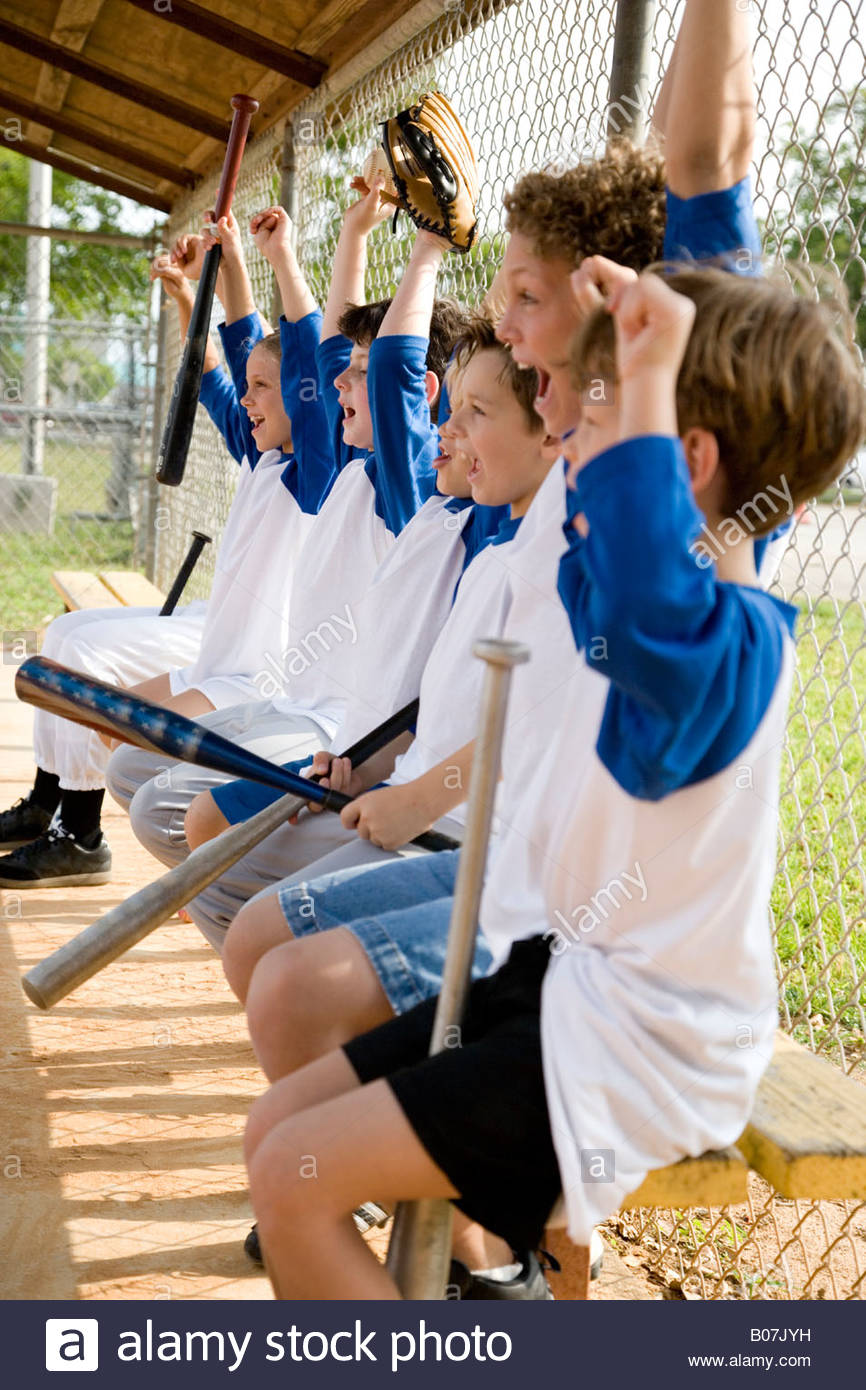 Side view little league baseball team cheering - Stock Image