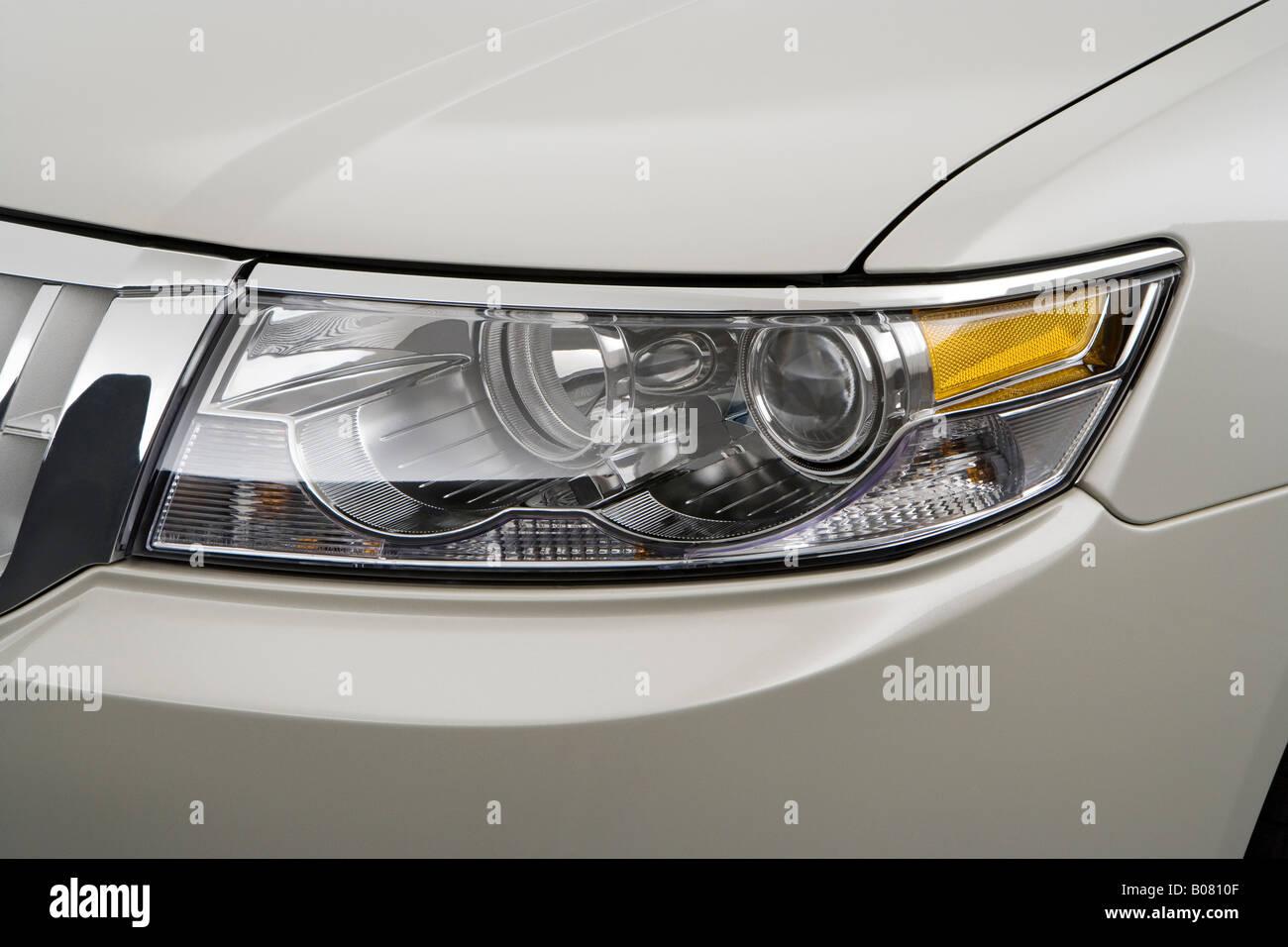 2008 Lincoln MKZ 3.5L V6 in Beige - Headlight - Stock Image