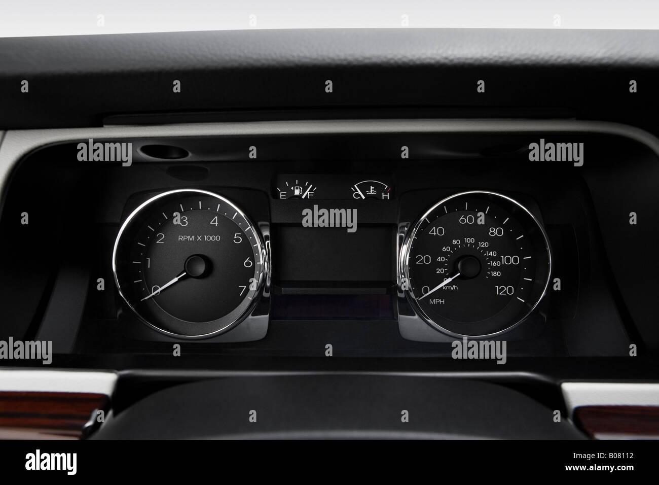 2008 Lincoln MKZ 3.5L V6 in Beige - Speedometer/tachometer - Stock Image