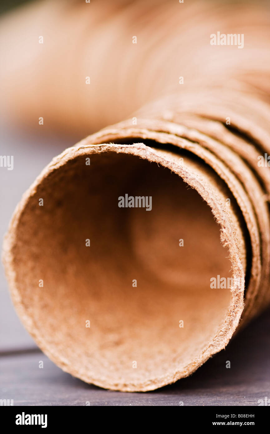 peat pots on workbench - Stock Image