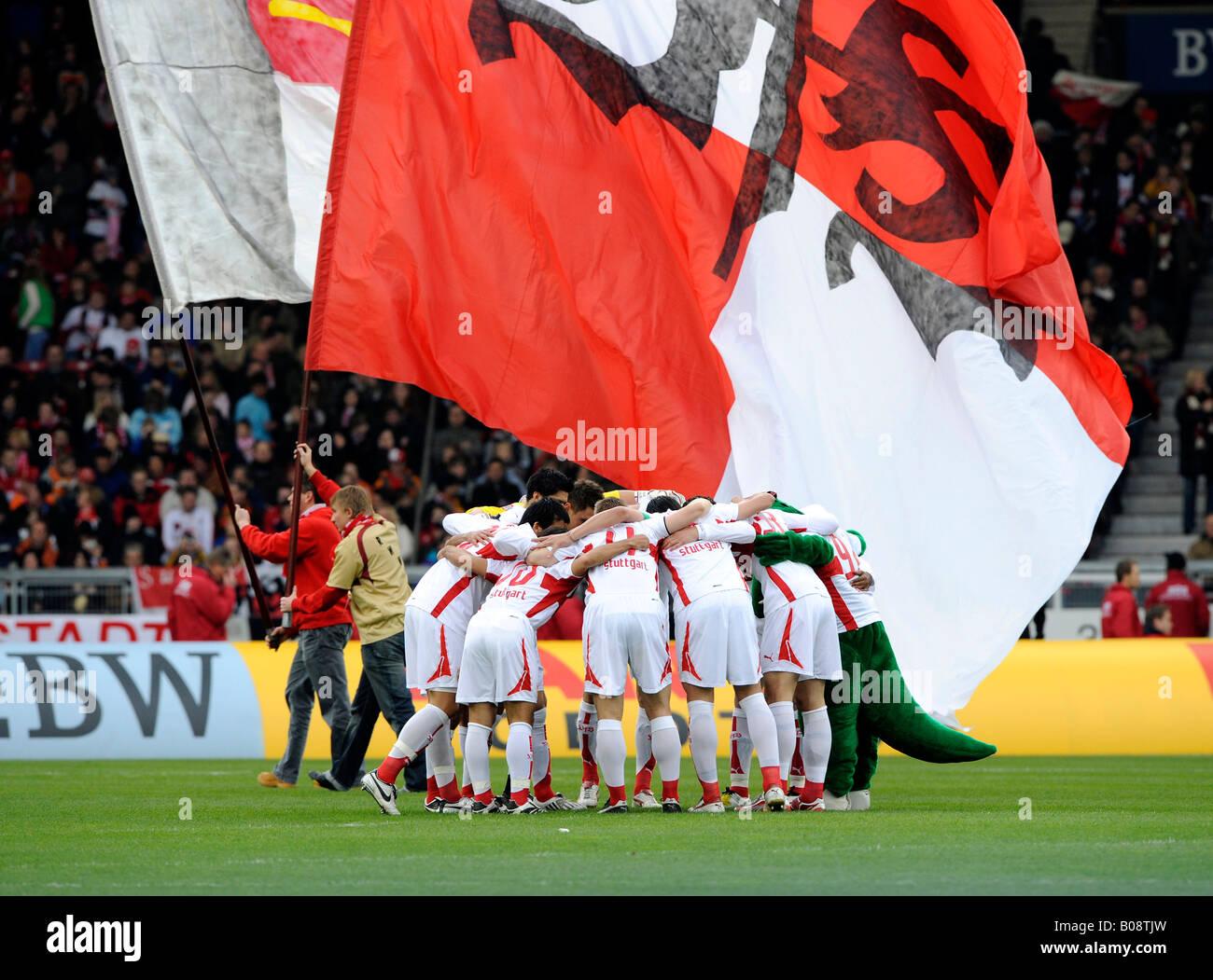 VfB Stuttgart football team swearing itself into the match - Stock Image
