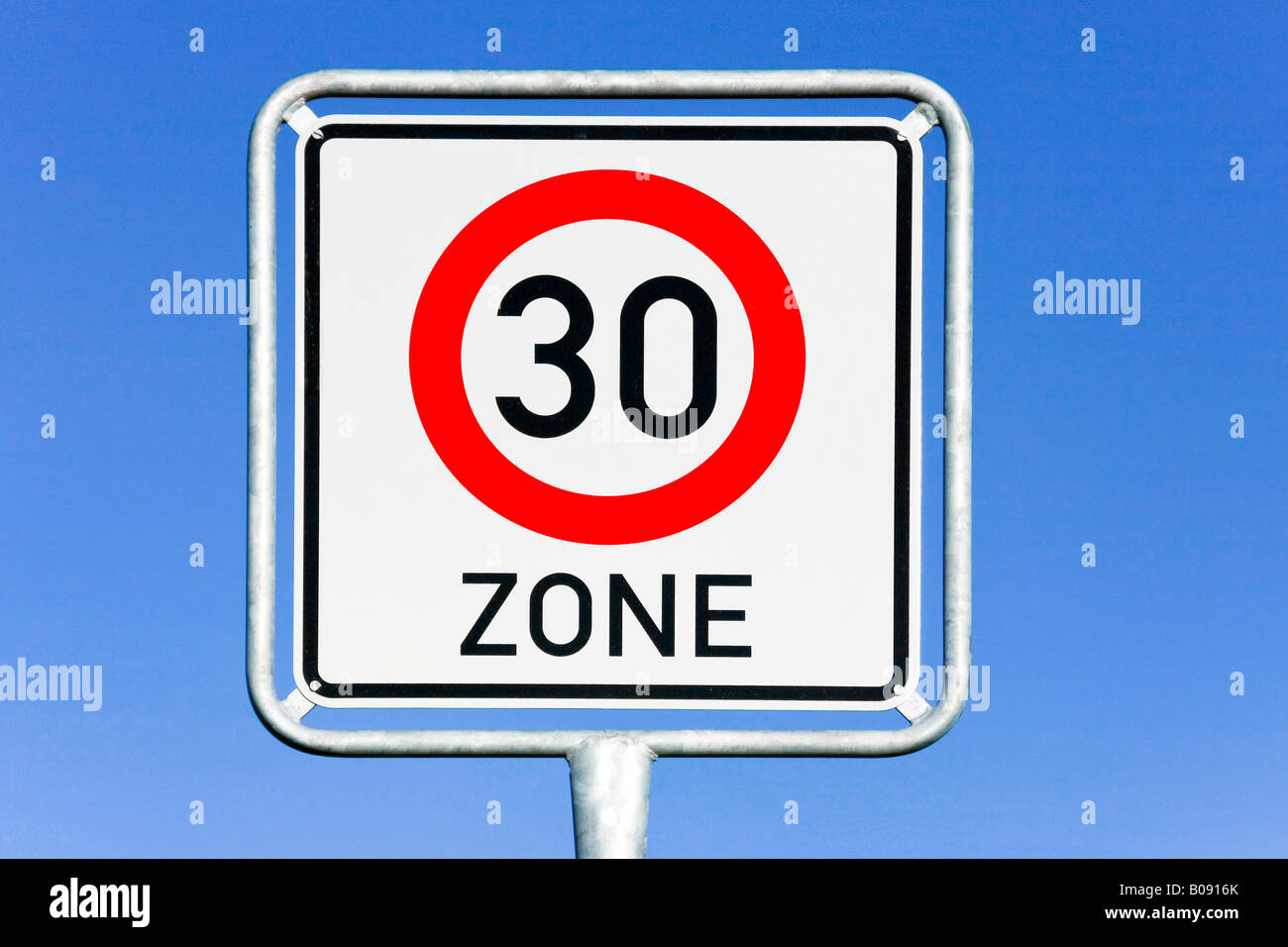 Traffic sign, 30 km/h speed limit - Stock Image