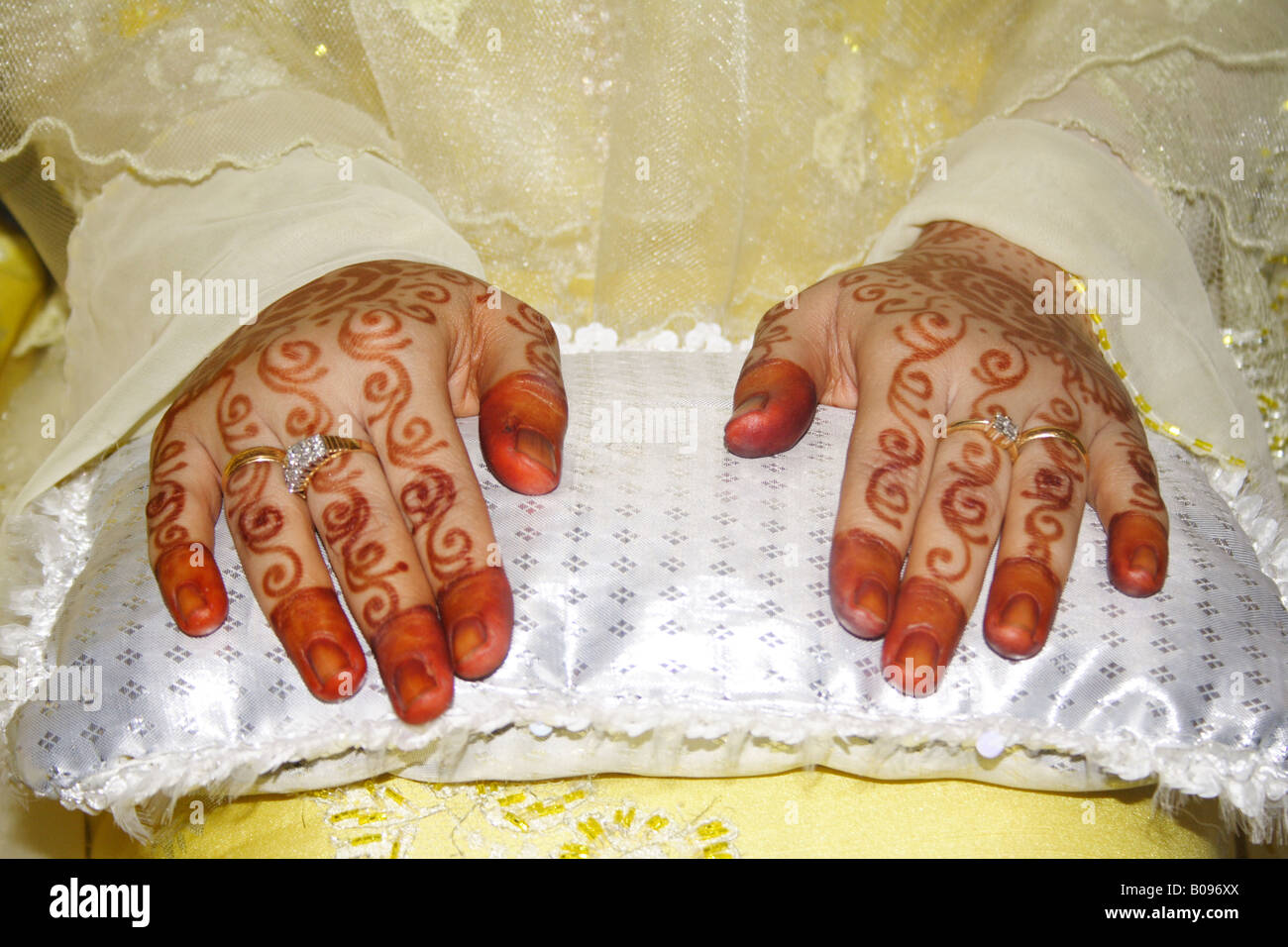 Henna Traditional Hand Painting On Malay Bride S Hands Stock Photo Alamy