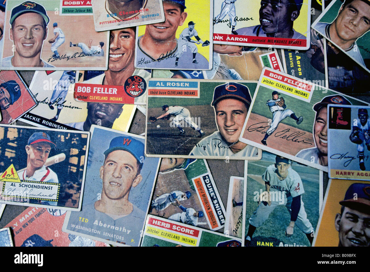 A selection of collectible American baseball cards featuring Jackie Robinson Al Schoendienst Bob Clemente Hank Aaron - Stock Image