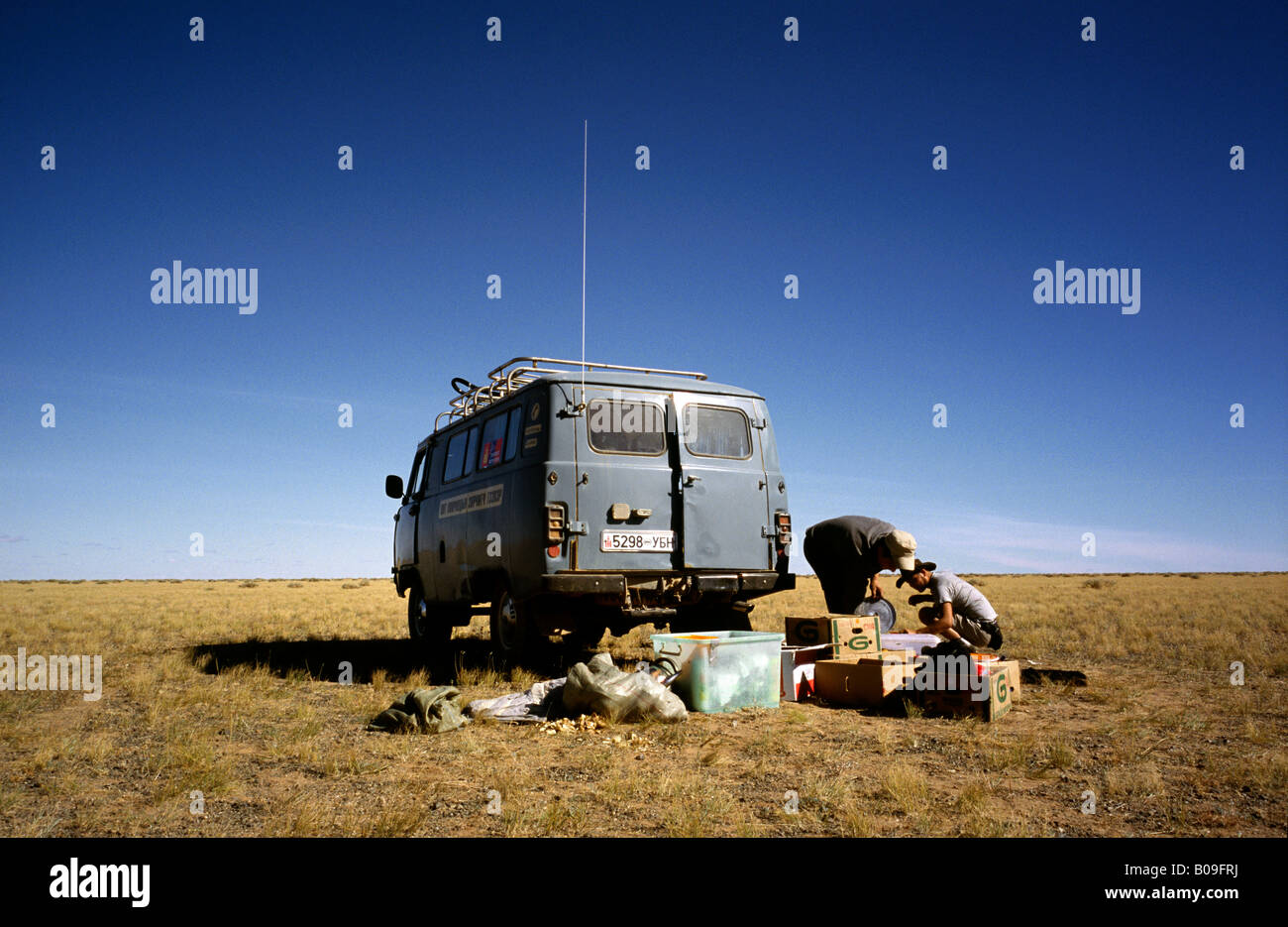 Oct 10, 2006 - Locals unloading gear from their Russian made 4WD van in the Gobi desert of Outer Mongolia. - Stock Image