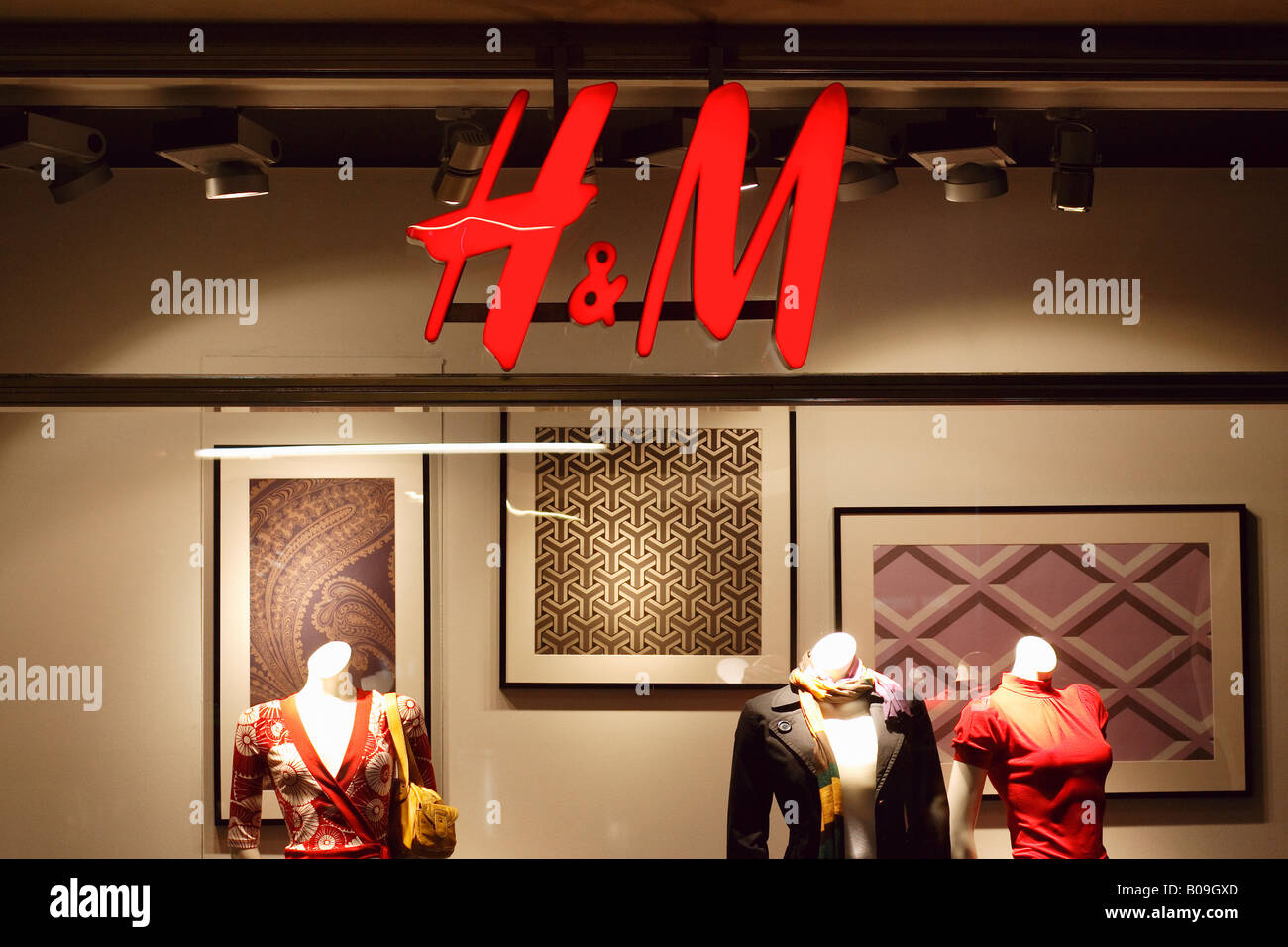 Window display of a H&M shop, Berlin, Germany - Stock Image
