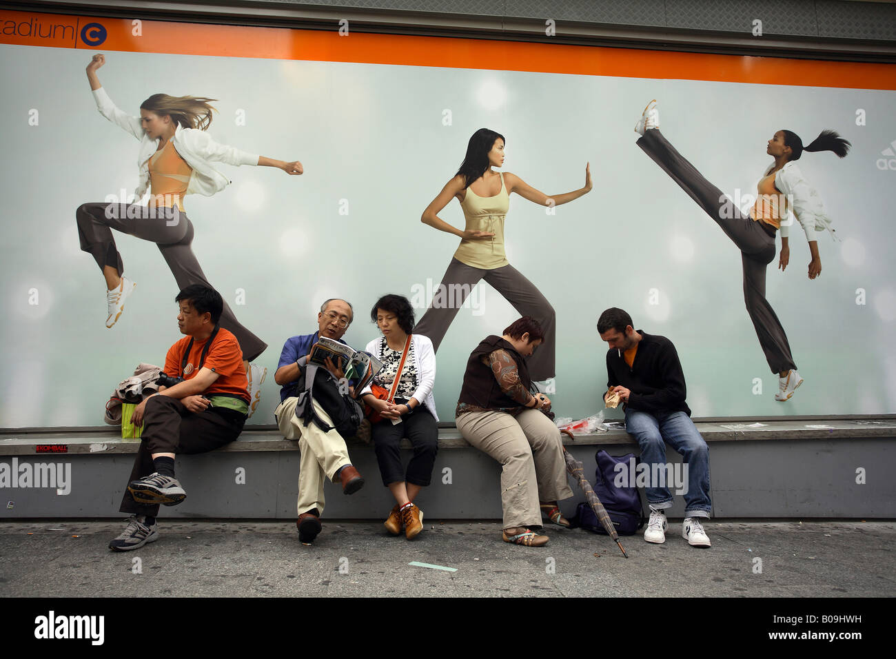 Supermercado No hagas enlace  People in front of an Adidas advertisement, Paris, France Stock Photo -  Alamy