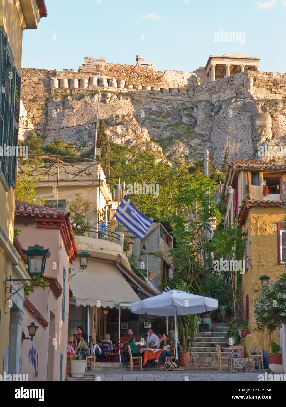 cafe, Plaka, Athens, Greece, with view of Acropolis and Erectheum temple - Stock Image