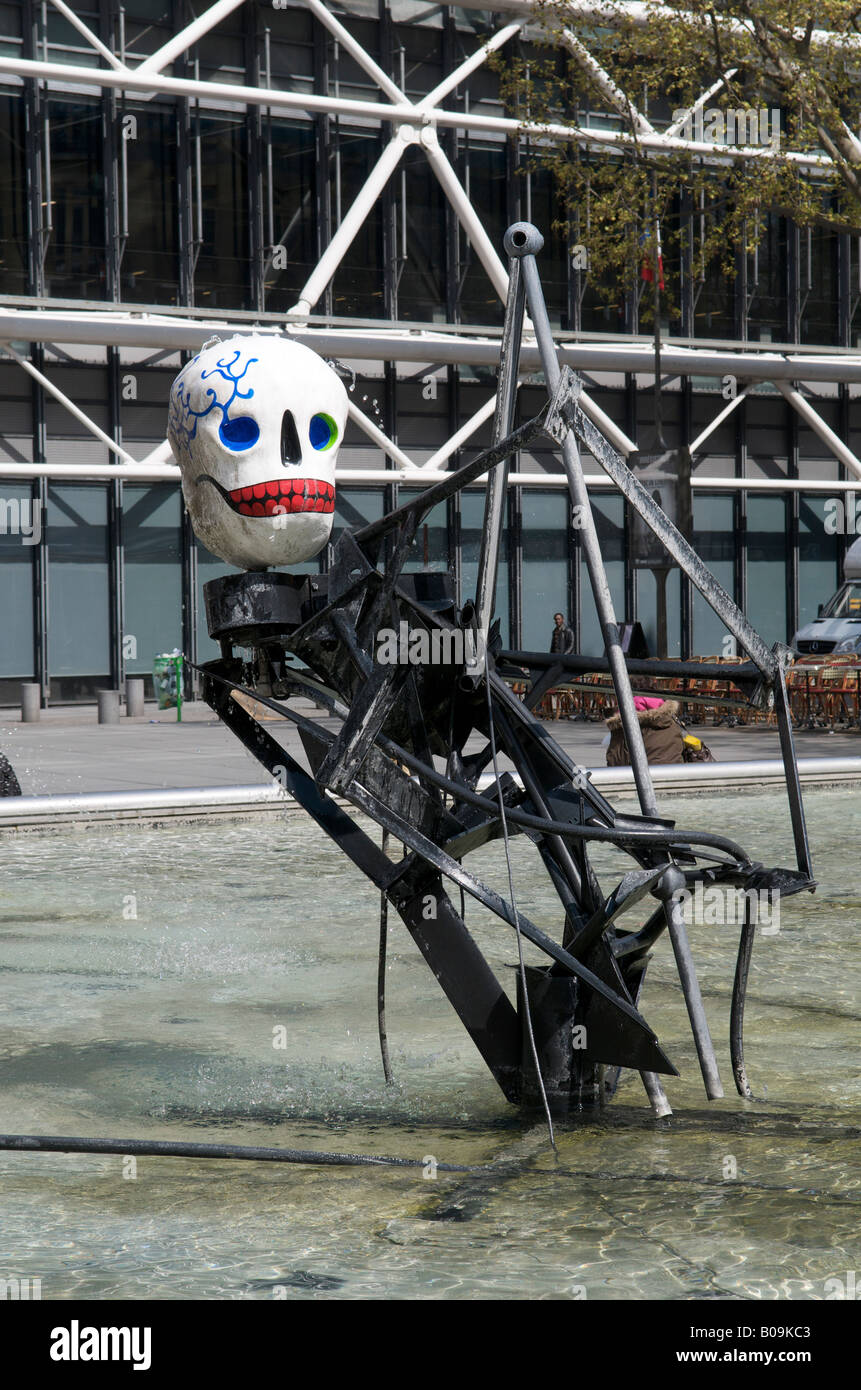 Fountain and Kinetic Sculpture near the Pompidou Centre in Paris - Stock Image
