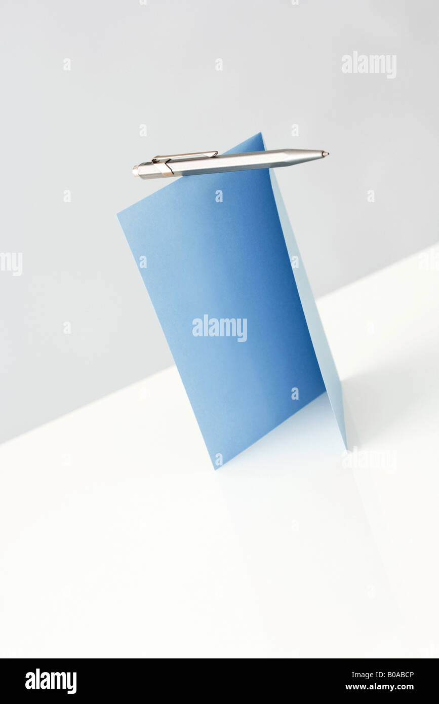 Blank greeting card and pen, close-up - Stock Image