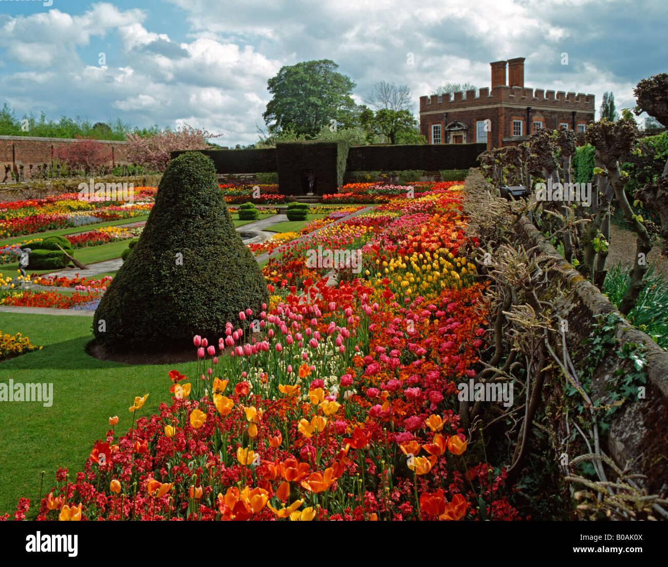 Hampton Court Palace Garden Stock Photos & Hampton Court Palace ...