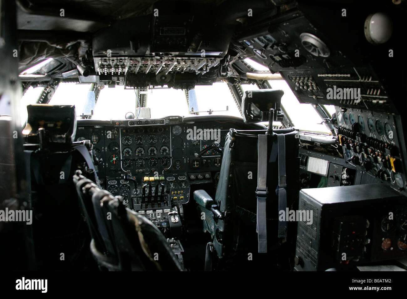 RAF SHACKLETON 1950's AIRCRAFT COCKPIT  -IMPERIAL WAR MUSEUM DUXFORD - Stock Image