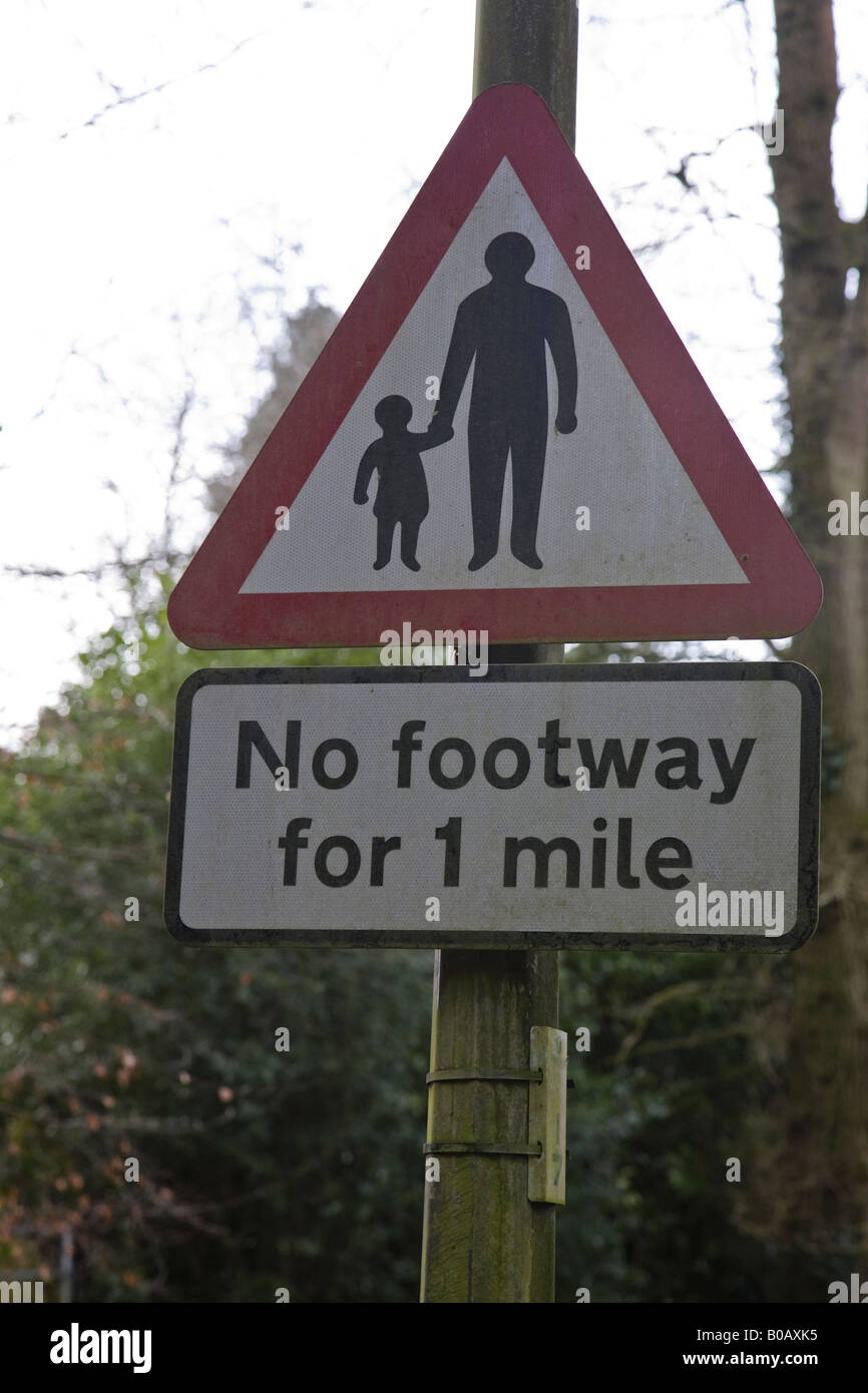 UK road sign: Pedestrians in the road, no footpath, Surrey, England. - Stock Image