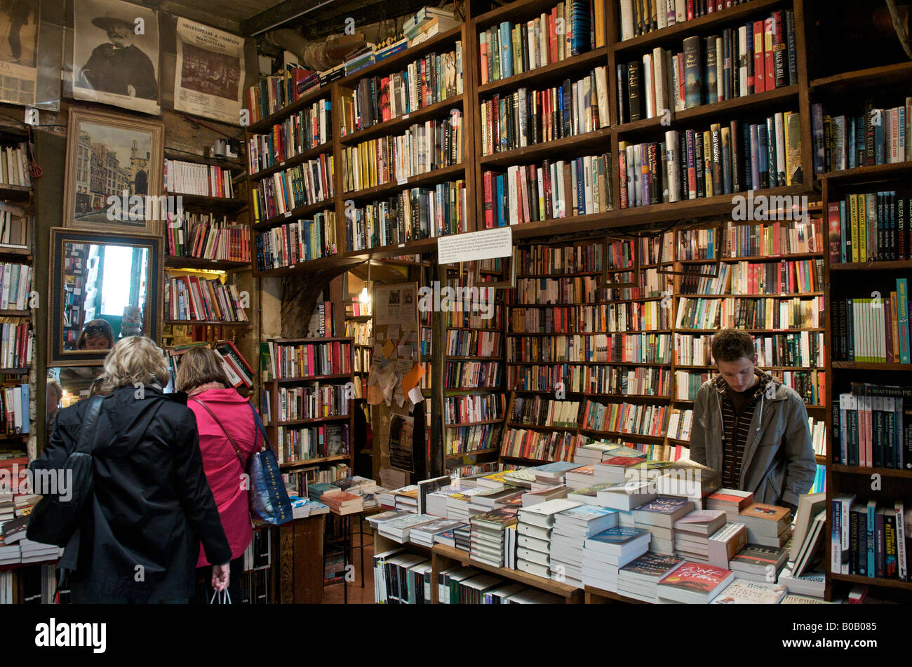 Shakespeare and Co bookshop in Paris - Stock Image