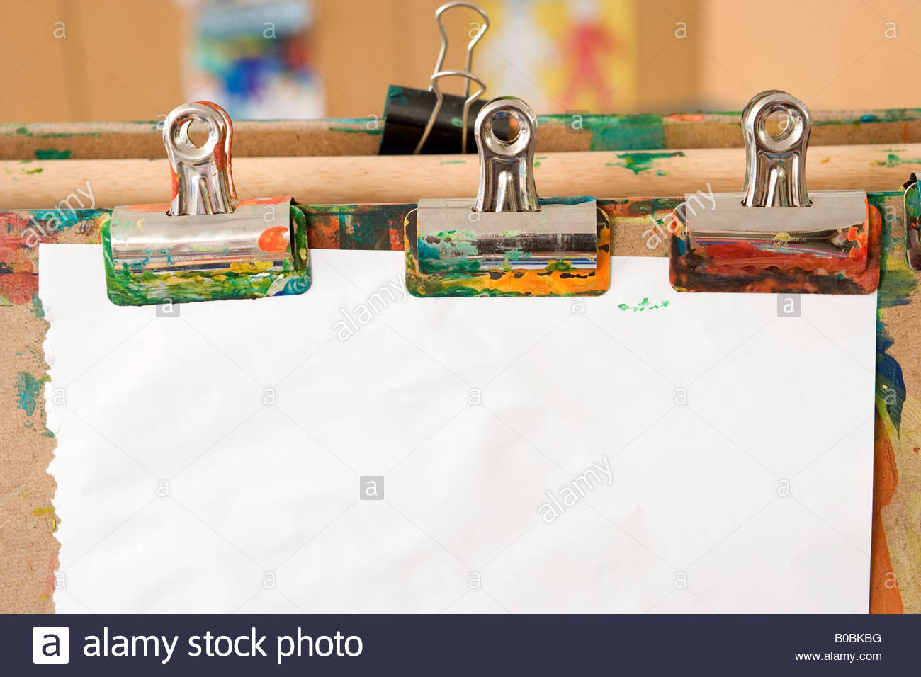 Paper clipped to easel - Stock Image