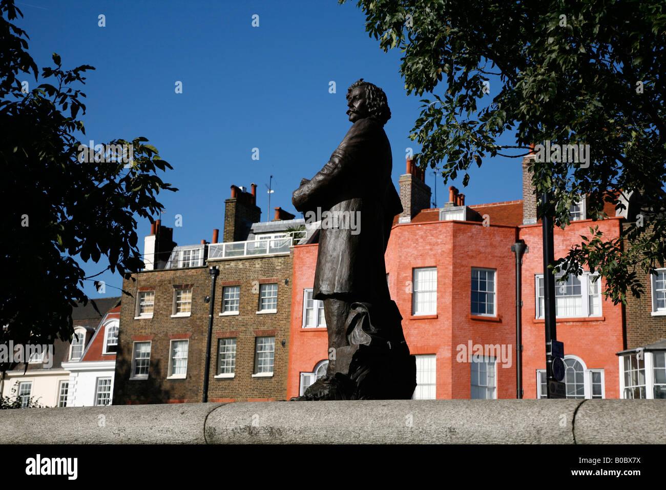 Statue of painter James McNeil Whistler on Chelsea Embankment, Chelsea, London - Stock Image