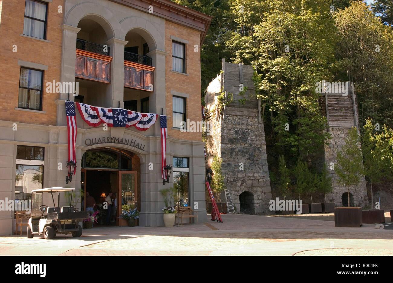 USA, Washington State, San Juan Islands, Roche Harbor, Quarryman Hall store and spa, with historic lime kilns. - Stock Image