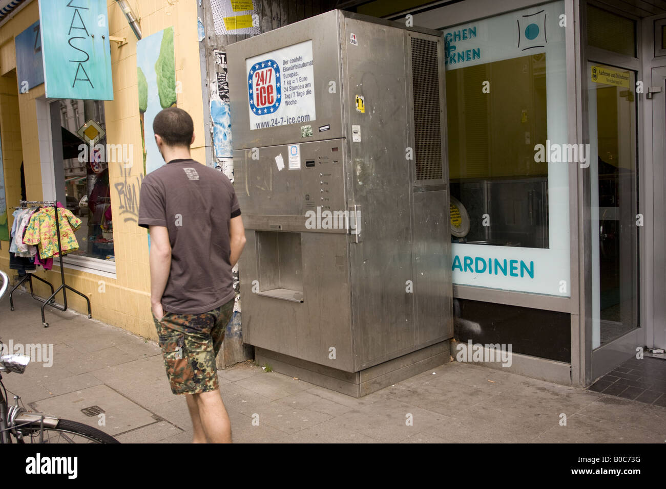 May 2008, A man walks past a machine selling crushed ice, Hamburg, Germany - Stock Image