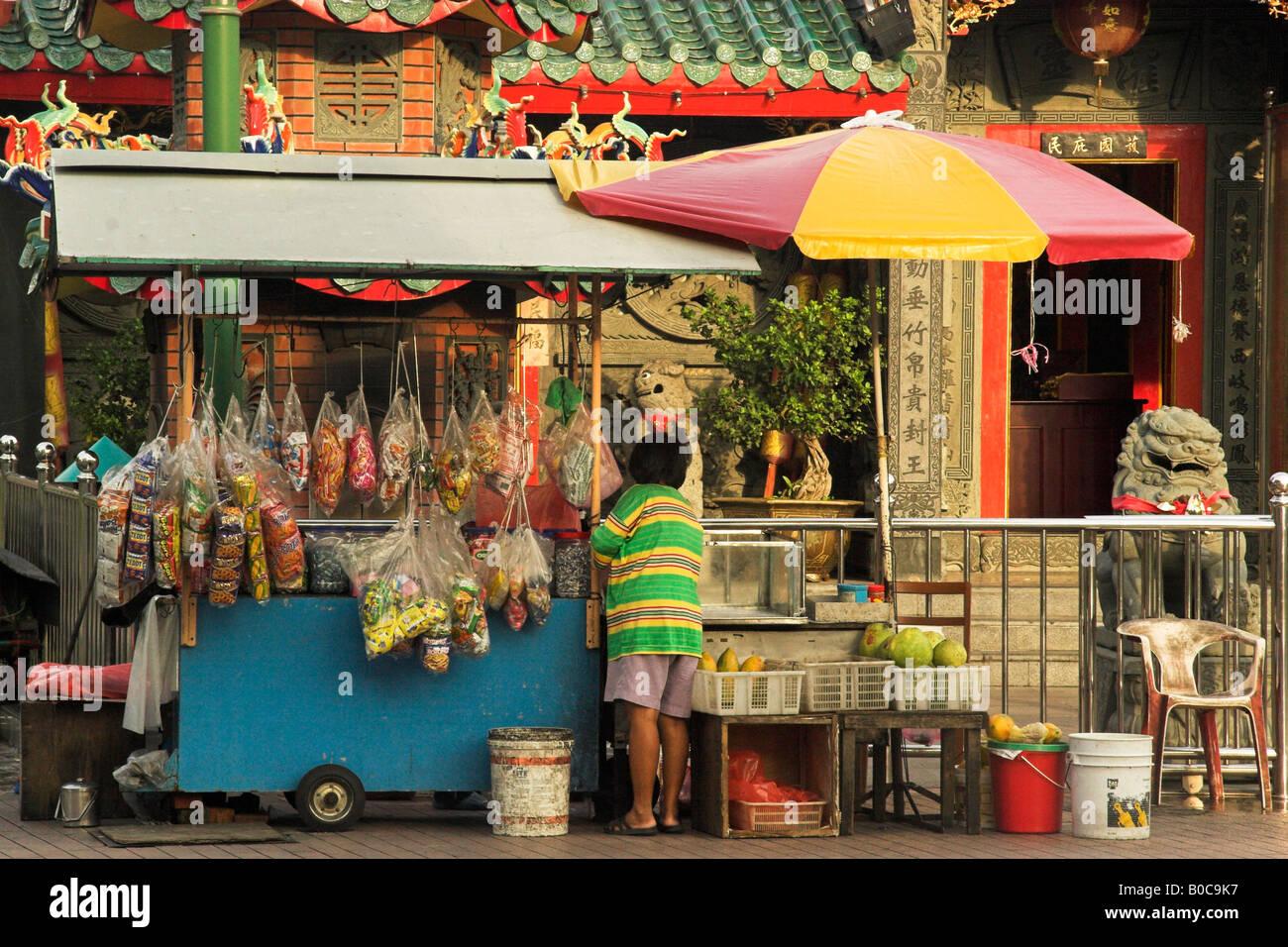 Street Vendor and Shop Kuching Sarawak - Stock Image