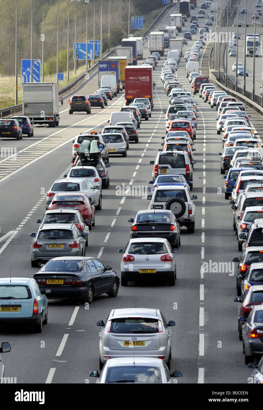 TRAFFIC QUEUES ON THE M6 MOTORWAY,NORTHBOUND NEAR JUNCTION 11,CANNOCK,STAFFORDSHIRE,ENGLAND RE JAM JAMS CONGESTION - Stock Image