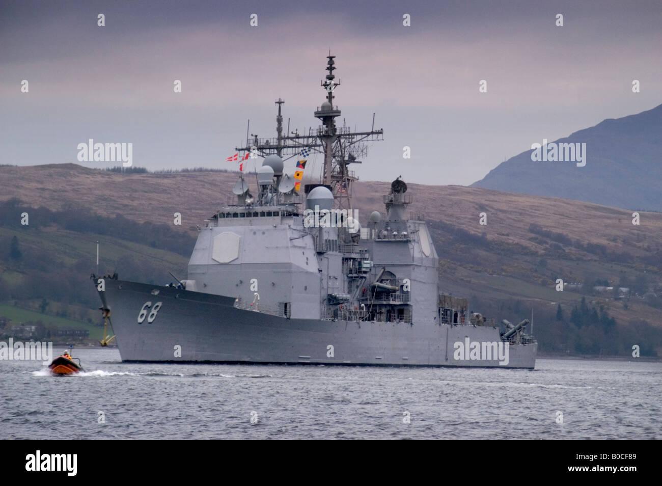 USS Anzio leaving the Gareloch, Scotland for a nato exercise in the Atlantic - Stock Image